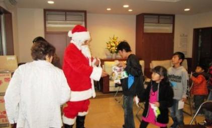 サンタさんからのプレゼントは、ちゃんと並んでもらいましたよ。