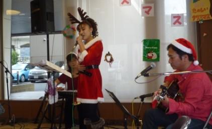クリスマスソングで盛り上がりました♪ 衣装も素敵です^^