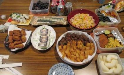 たくさんのおいしそうな料理が並びます!