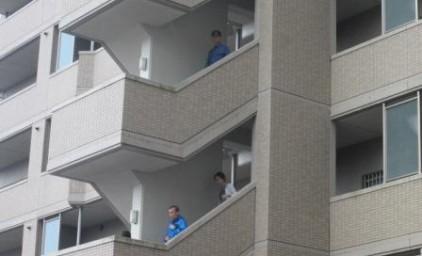 避難訓練。階段を使って非難します!