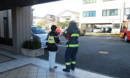 初期消火・消防隊員への申し送りの訓練もしました。