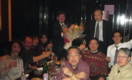 前期理事長様 花束贈呈!シャンパンで乾杯!