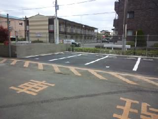 撤去が終わり、平面駐車場になりました。
