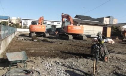 建物を撤去し、整地工事中