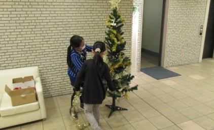 クリスマスツリーの装飾開始です!