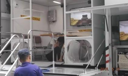 地震体験車で実際に揺れを体験!!