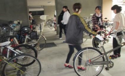 自転車の移動も、みんなで手際よく行います!