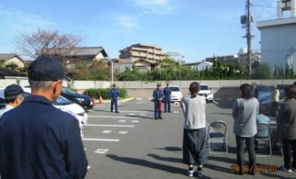 避難訓練。集合場所に続々と集まってきました。
