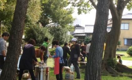 町内会の方達と炊き出し準備。災害時は助け合いが必要です!