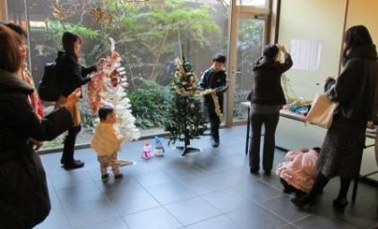 クリスマスツリー飾り付け♪