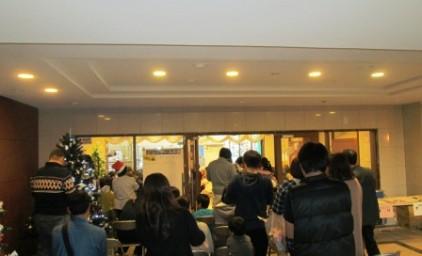 ビンゴゲーム開始!参加者が多くて会場に入れない方が大勢いらっしゃいました