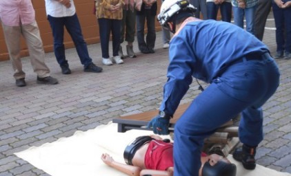 消防署職員の方より救助方法について教わりました。