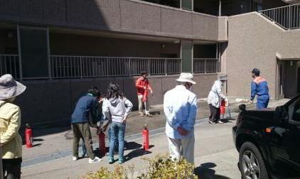 駐車場にて消火訓練!