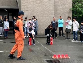 水消火器を使って消火訓練!!