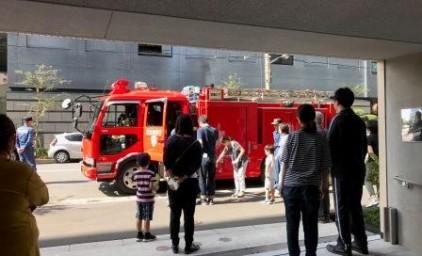 消防車と一緒に記念撮影