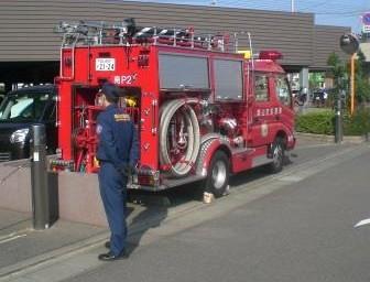 マンションに消防車が到着しました!