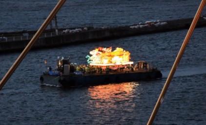 ねぶた祭り最終日、ねぶたは海上を運行します!