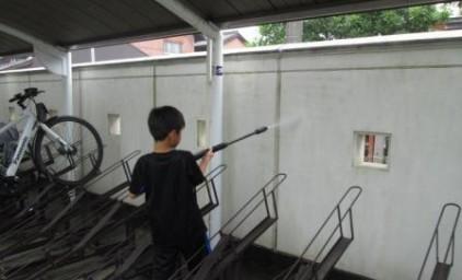 高圧洗浄機を使って壁を綺麗に!