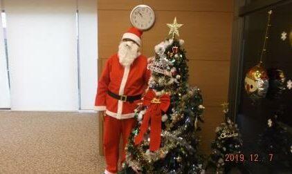 サンタさんとツリーをパシャリ!